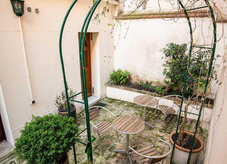 Alpha-Room courtyard