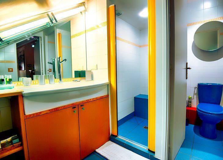 Athena-Loft bathroom