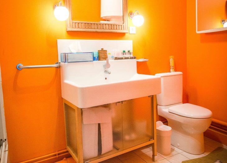 Alpha-Room bathroom
